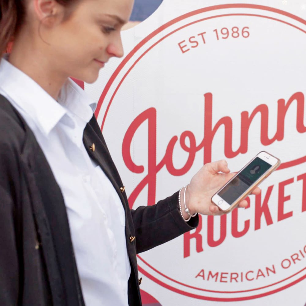 Johnny Rockets employee using Roubler app